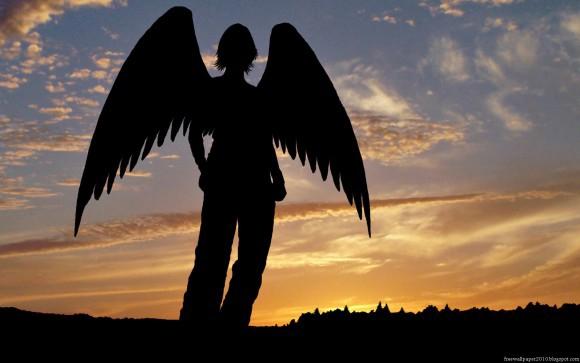 покажите красивую девушку\ангела с крыльями