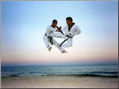 покажите, что можно сделать в прыжке.