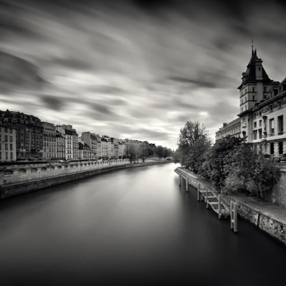 Подкиньте чёрно-белых картинок городов,которые можно нарисовать)
