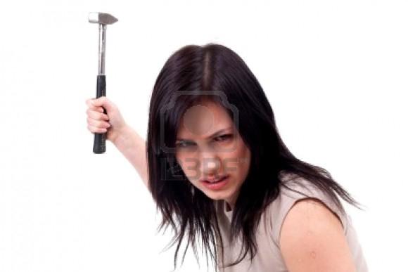 Можете показать картинку разъяренной девушки с каким-нибудь оружием в руках? ))