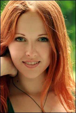 Какой цвет волос подойдет девушкам с голубыми глазами