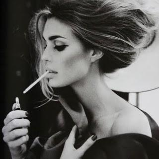 Курящие сексуальные девушки