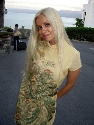 покажите красивую блондинку? (не знаменитость)