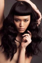 Покажите стрижку с челкой для длинных волос, без кудрей?