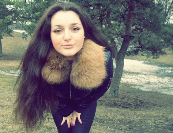 покажите красивую девушку))