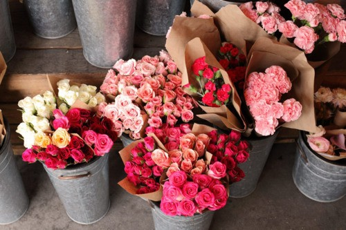 Фото много цветов в руках