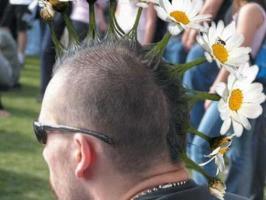 Покажите прикольные мужские причёски под ирокезик?!