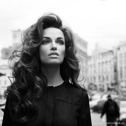 Покажите, пожалуйста, красивые стрижки на длинные волосы (косая чёлка или без)?