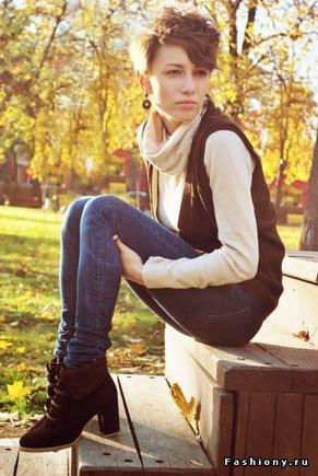 Покажите приятно выглядящую девушку с выбритыми висками (?)