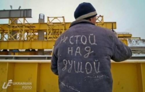 Покажите футболку с прикольной надписью?