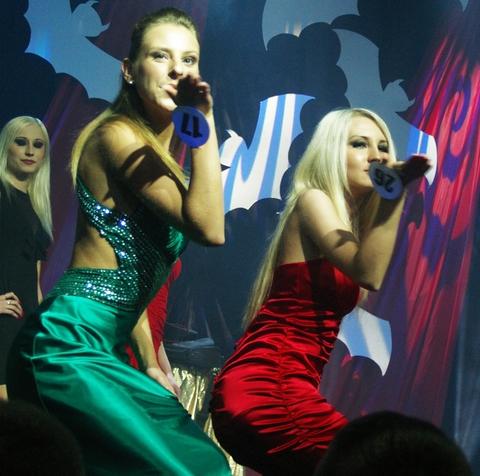 Оксана и Я. Раздаём поцелуи.=)