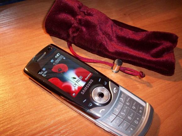 Покажите свой мобильный телефон.