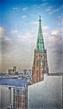 Вид на башню церкви святой Гертруды из окна библиотеки.
