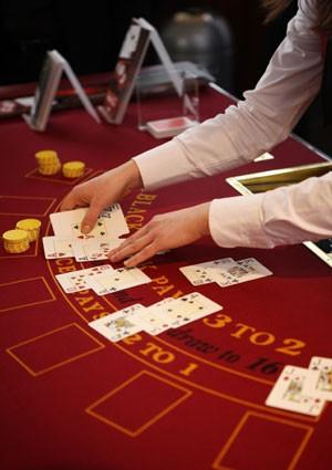 Kas ir labāka azartspēle? Poker or Latvians Nationalic Zole? :D