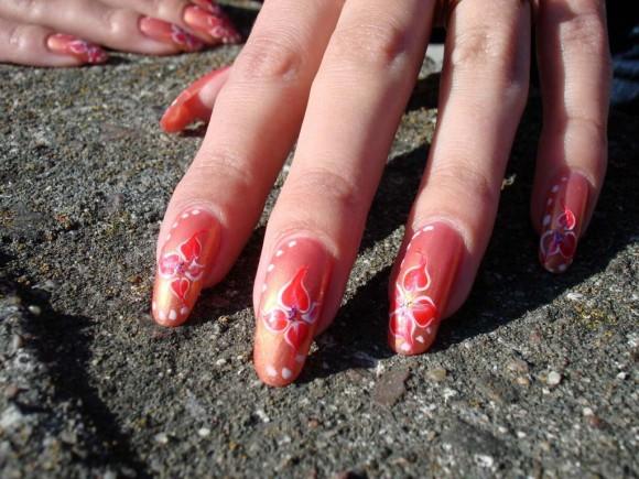 Девушки, покажите свои ногти?