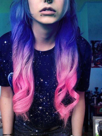 покажите оригинальную покраску волос яркими цветами?