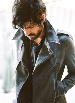 Покажите мужскую зимнюю модную куртку?