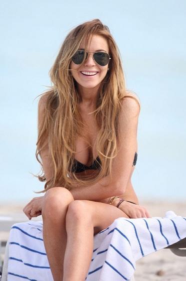 Покажите модные солнцезащитные очки(женские)?