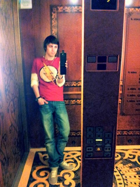 дрищ в лифте