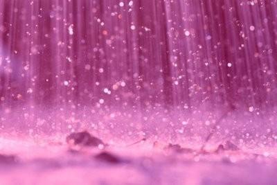 Kāds izskatās rozā lietus?