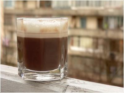 Любишь кофе!? Где, как и с чем ты его пъёш? :)