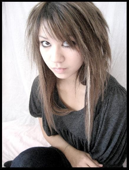 Можете показать очень красивую причёску, чёлку?)) *только не выставляйте фотки эмо...*