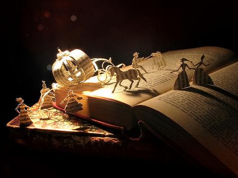 накидайте похожих фоток с книгами?