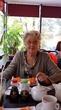 Бабушка в 80 лет первый раз попробовала суши ))) довольна )))