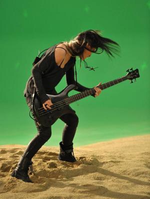 Помогите найти рисунок или клевую фотку:  девушка с гитарой?