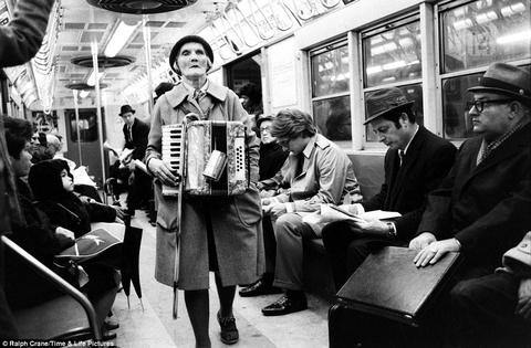 Ar kuru mūzikas instrumentu tavuprāt var spēlēt visskumjāko mūziku?