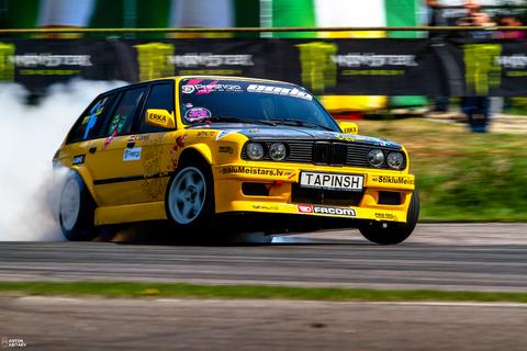 Обожаю этот универсал V8 Turbo =)