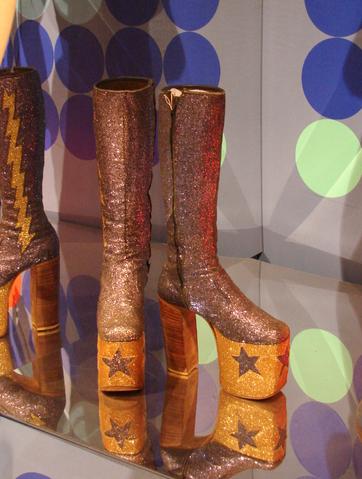 С выставки одежды и обуви. Диско ферэва! :)