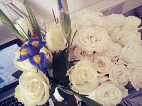 моя комната - цветочный магазин :3