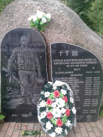 Сегодня день ВДВ...Памятник в Резекне...