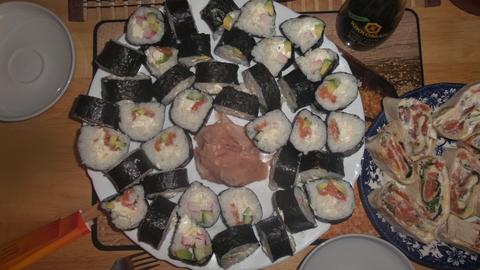 Дебют жены,мне лаваш,а ей суши!