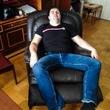 Мой друг купил кресло. Теперь у меня новый лучший друг. :D