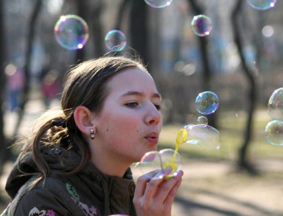 Покажете много мыльных пузырей?