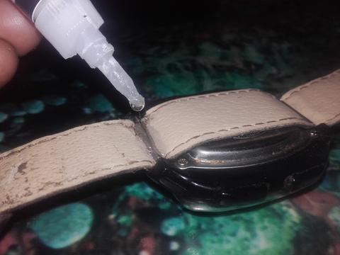 Ремонт часов(сломанный уголок для крепления ушки)