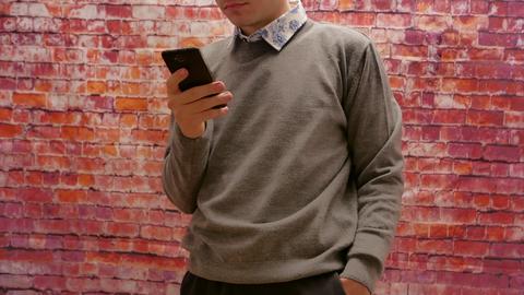 я не похож в этом свитере на дедулю?
