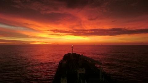 самые красивые закаты бывают лишь в море