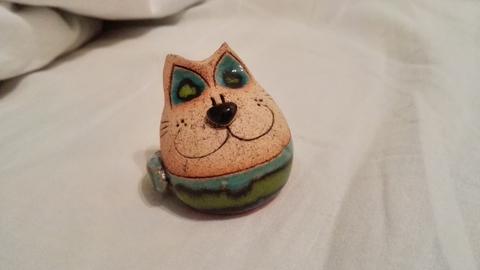 Кот который не может нагадить в тапки. =]