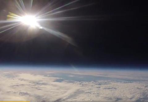 равномерный свет и миллионы км;)