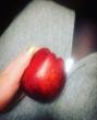 Яблочко будешь?))