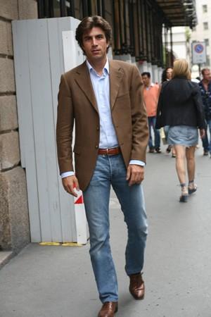Ричард Кимбл, какой пиджак можно носить с джинсами мужчинам можно