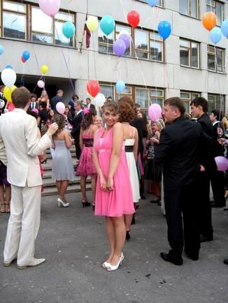Девченки покажите ваши платья на выпускной
