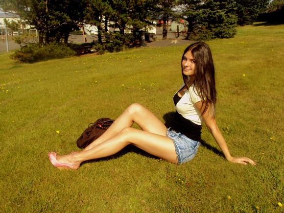 Девушки, покажите свои ножки.