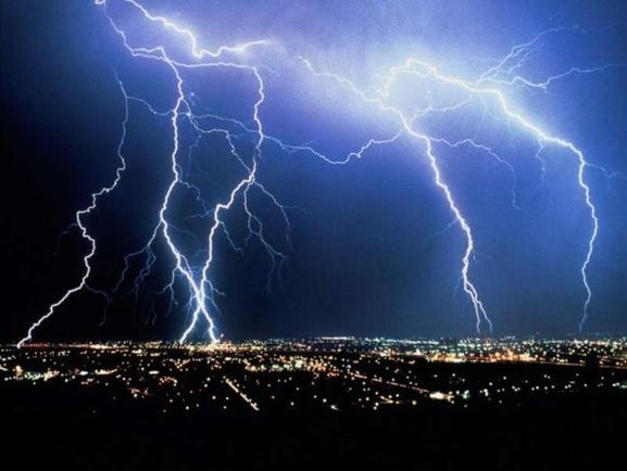 Какого роста молния у вас за окном? А если гром весит 75 Дб, это катастрофа?