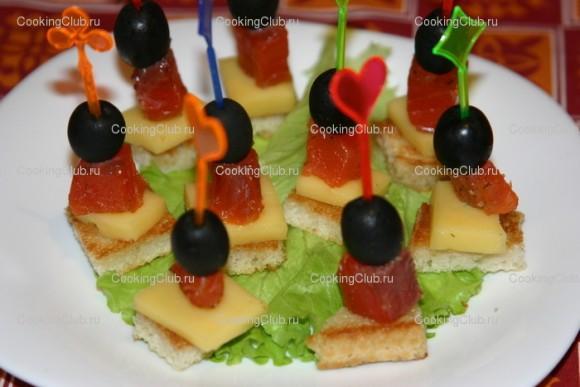 подскажите идеи для праздничного стола?легкие закуски-декор